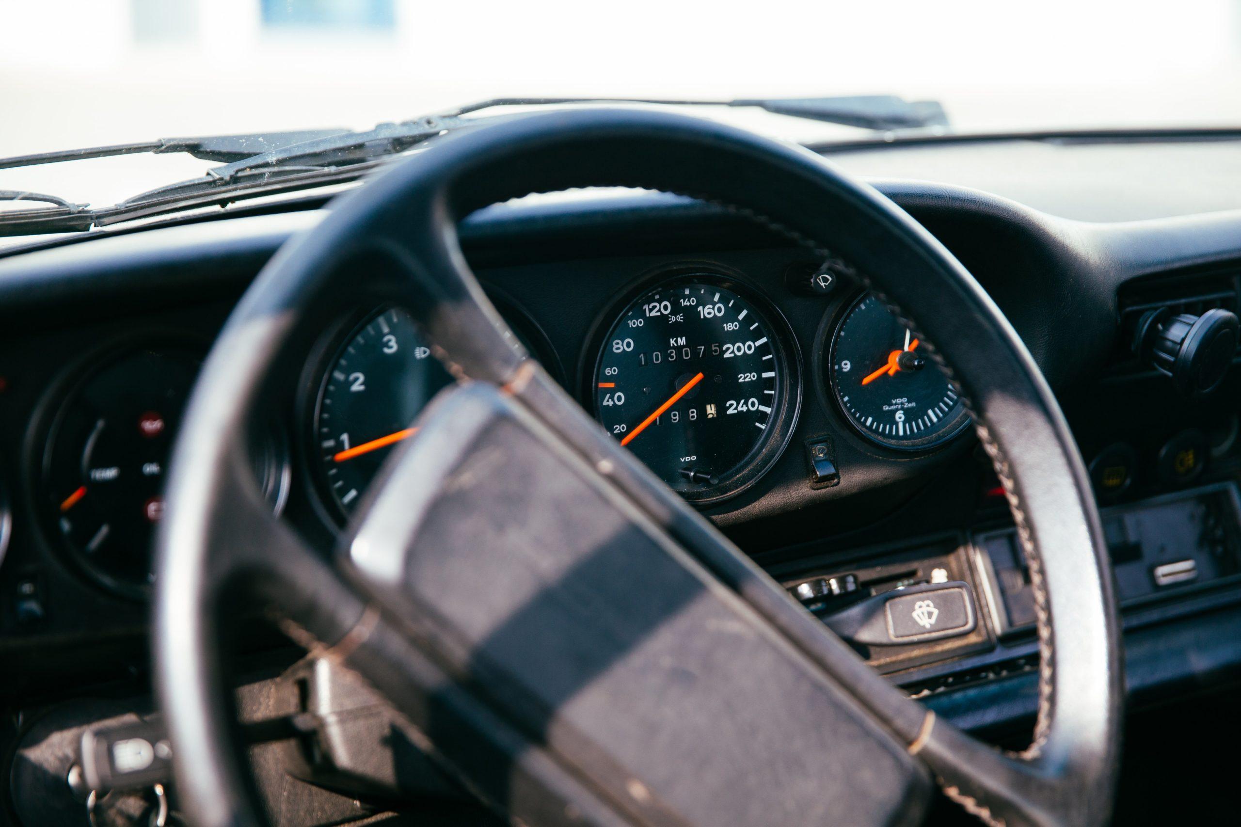 Romutuspalkkiokriteerit täyttävä auto